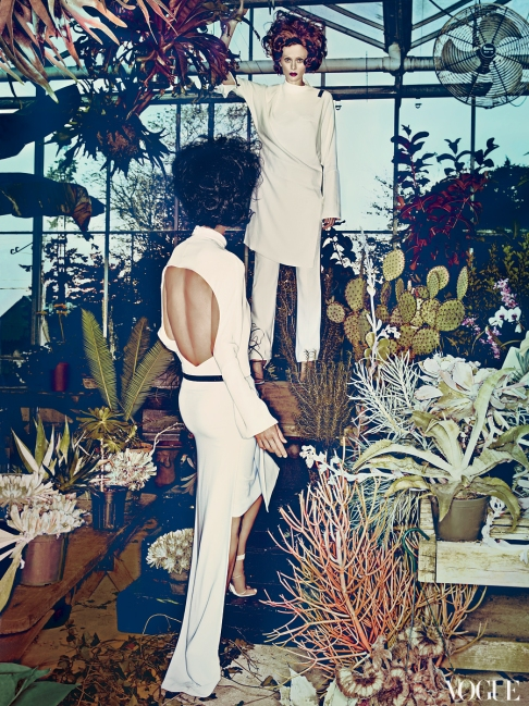 Carolyn Murphy & Karen Elson by Steven Klein (Hothouse Flowers - US Vogue January 2013) 7